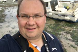 David Schwingen im Hafenbecken von Barfleur